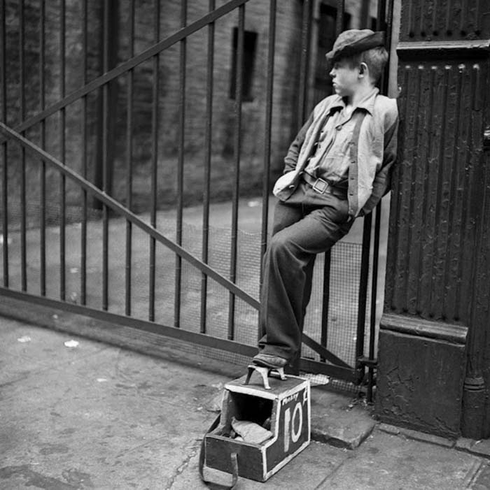 couch/uploads/image/artikkler/2017/galskap/kubrick//vintage-photographs-new-york-street-life-stanley-kubrick-59a91f64df85b__700.jpg