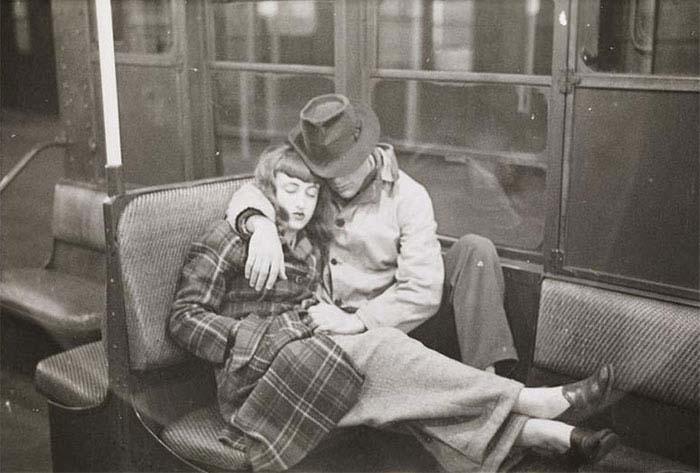 couch/uploads/image/artikkler/2017/galskap/kubrick//vintage-photographs-new-york-street-life-stanley-kubrick-9-59a94f90076de__700.jpg